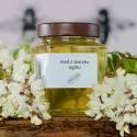 med z bieleho agátu
